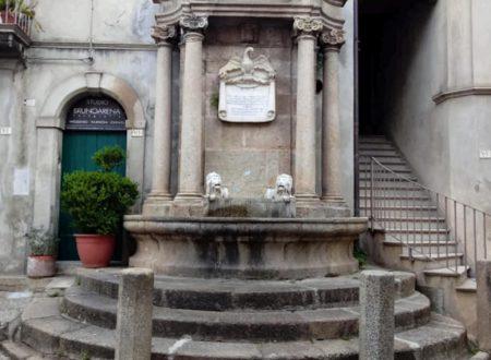 """L'ottocentesca """"Fontana dei Due Leoni"""" a Soriano Calabro."""